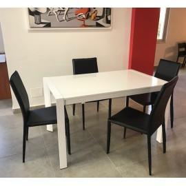 Tavolo in metallo allungabile con piano mdf in laccato bianco