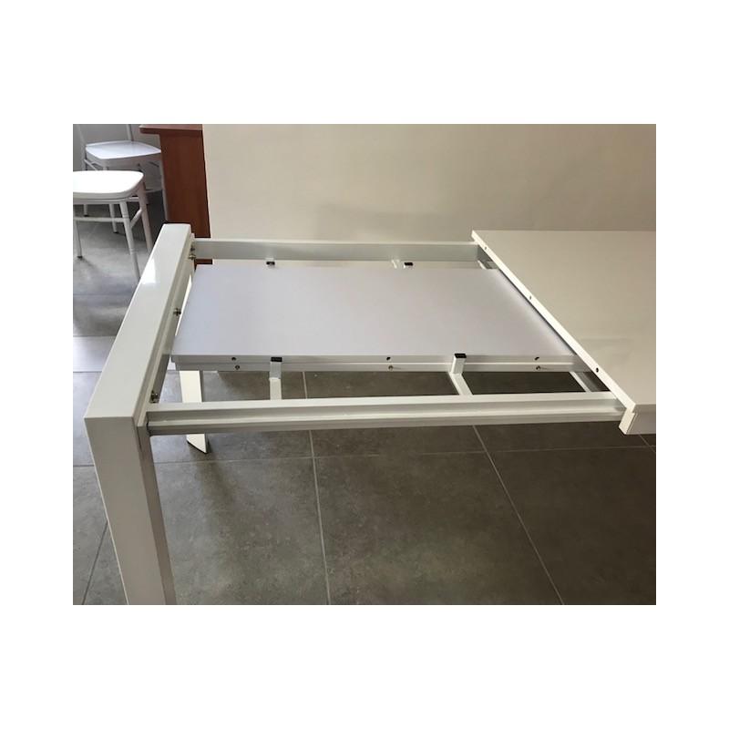 Tavolo Allungabile Laccato Bianco.Tavolo In Metallo Allungabile Con Piano Mdf In Laccato Bianco