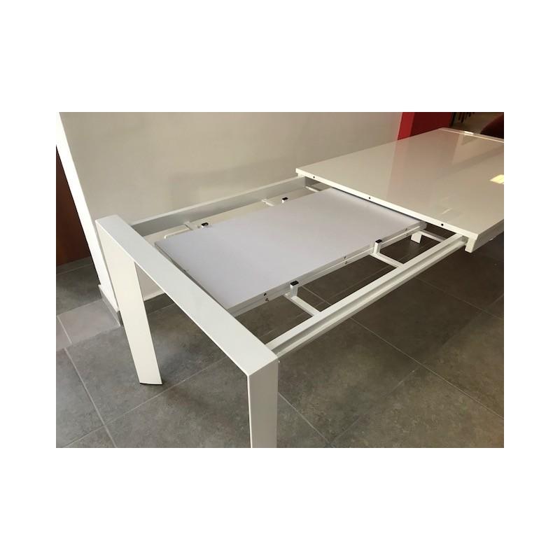 Tavolo in metallo allungabile con piano mdf in laccato bianco ...